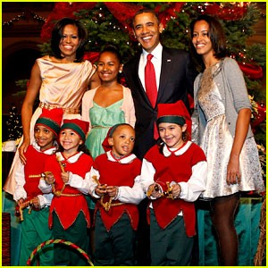 barack-michelle-obama-christmas-in-washington 2013